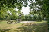 Basketball- und Fußballplatz