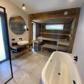 Schöne Badezimmer mit Dusche