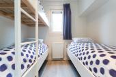 Slaapkamer met aparte bedden