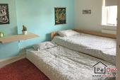 Slaapkamer met twee eenpersoonsbedden
