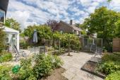 Der umzäunte Garten bietet viel Privatsphäre