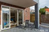Die sonnige Terrasse bietet Privatsphäre