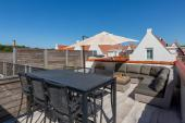 sunny roof terras with dining area